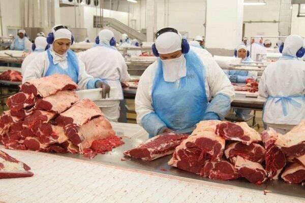 Frigoríficos emprega cerca de 30 mil trabalhadores no Estado (Foto: Divulgação/MPT-MS)