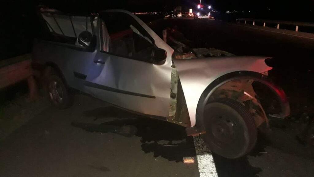 Picape Strada foi completamente destruída após a batida. (Foto: Jornal da Nova)