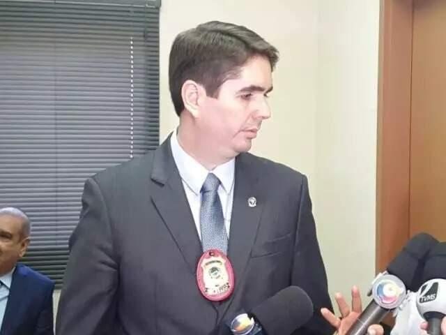 Delegado João Eduardo Santana Davanço, titular das Depacs, em entrevista (Foto: Clayton Neves/Arquivo)