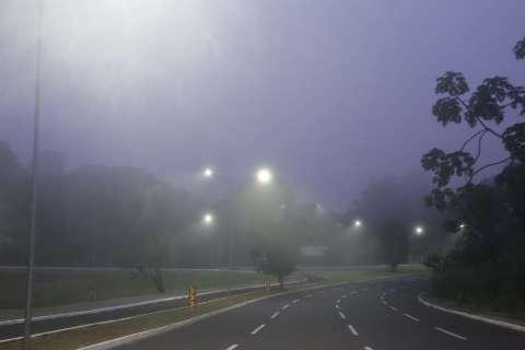 Campo Grande amanhece debaixo de névoa, que anuncia chegada de frente fria