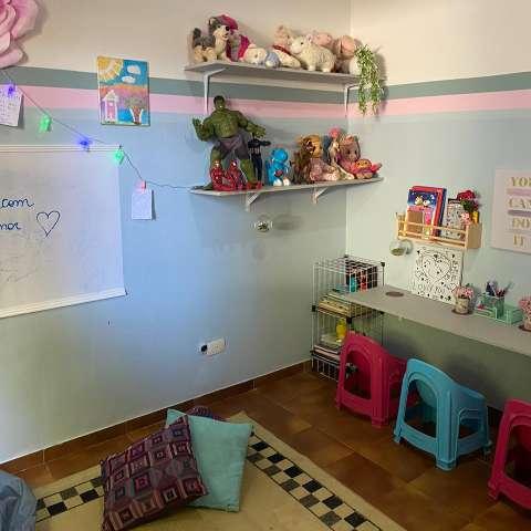 Crianças transformam e colorem cantinho da casa em uma semana
