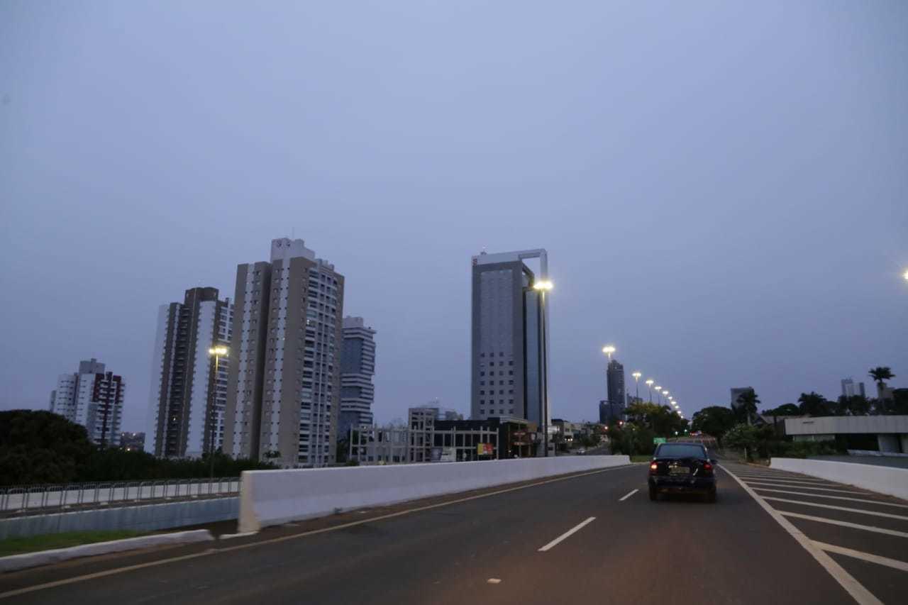 Campo Grande amanheceu com céu nublado nesta quinta-feira. (Foto: Kísie Ainoã)