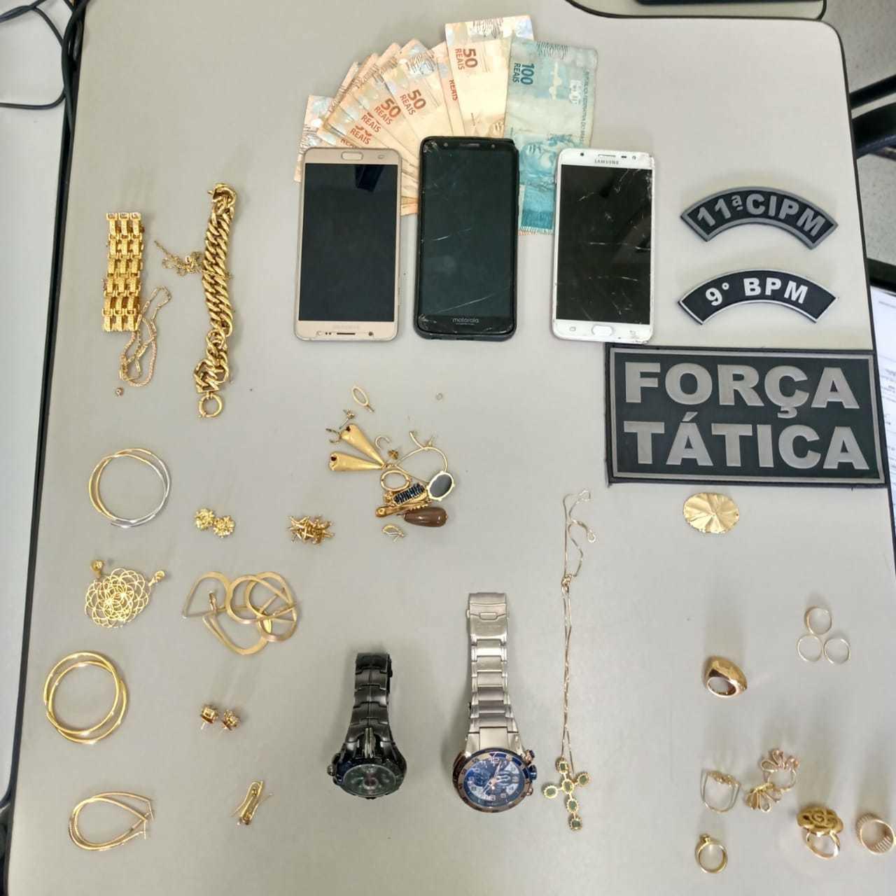 Parte das jóias foi recuperada. (Foto: Divulgação PM)