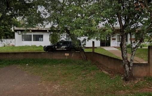 Fachada da 1° Delegacia de Polícia Civil dePomta Porã, onde o caso foi registrado. (Foto: google street view)