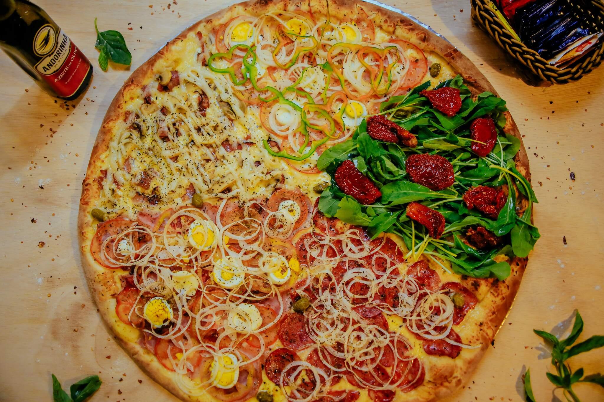Tem cardápio que conta com pizza de 20 pedaços e cinco sabores diferentes. (Foto: Disk Pizza Estrela)
