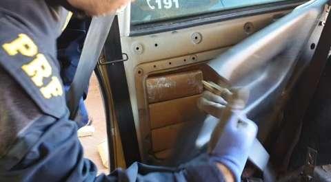 Traficante é flagrado transportando 103 quilos de maconha sob lataria de veículo