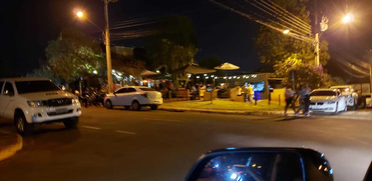 Clientes reunidos em conveniência na Chácara Cachoeira. (Foto: Direto das Ruas)