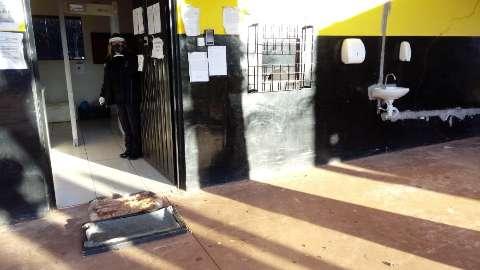 Diretor rebate falta de equipamentos e anuncia testagem de presos