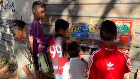 Campanha arrecada 300 livros para crianças carentes do Jardim Canguru