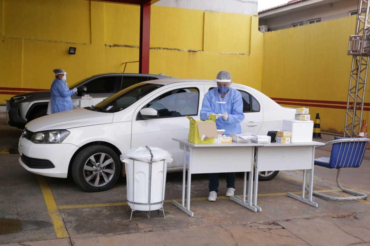 Posto de testagem no Corpo de Bombeiros, em Campo Grande. (Foto: Kisie Ainoã)