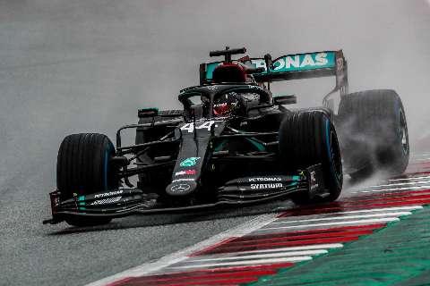 Debaixo de chuva, Hamilton crava primeira pole position na temporada