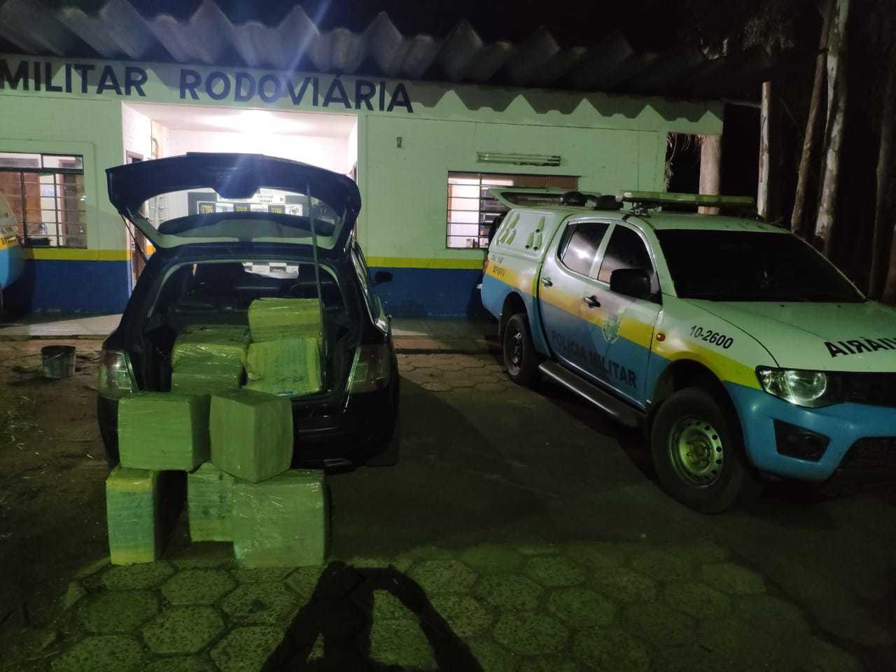 Fardos de maconha encontrados com o criminoso.(Foto: PMR)