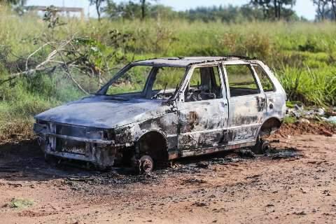 Carro é encontrado incendiado e sem as rodas perto da BR-262