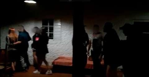 Guarda encerra festa com 80 pessoas no Chácara dos Poderes