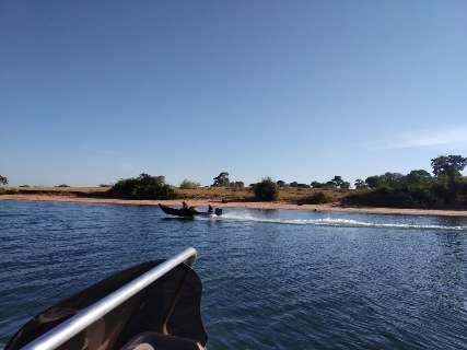Barco vira e pescadores em fuga da PMA caem no Rio do Brejo Cumprido