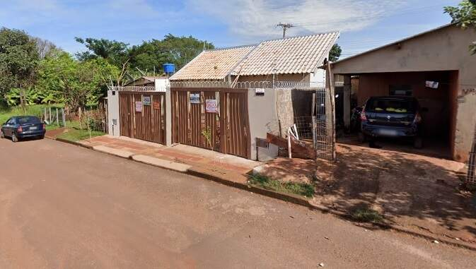 Mulher vive na Rua Professora Odete Trindade, no bairro Campo Alto (Foto: Reprodução/Google)