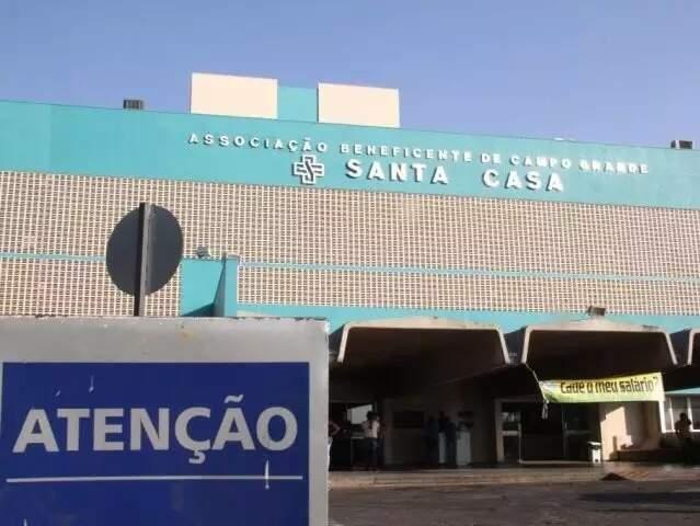 Hospital da Santa Casa, para onde vítima esfaqueada quatro vezes foi levada (Foto: Arquivo/Campo Grande News)