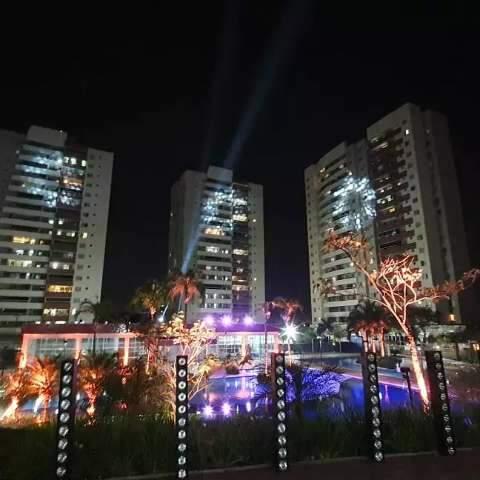 Da sacada, moradores curtem festa junina com show e até fogueira
