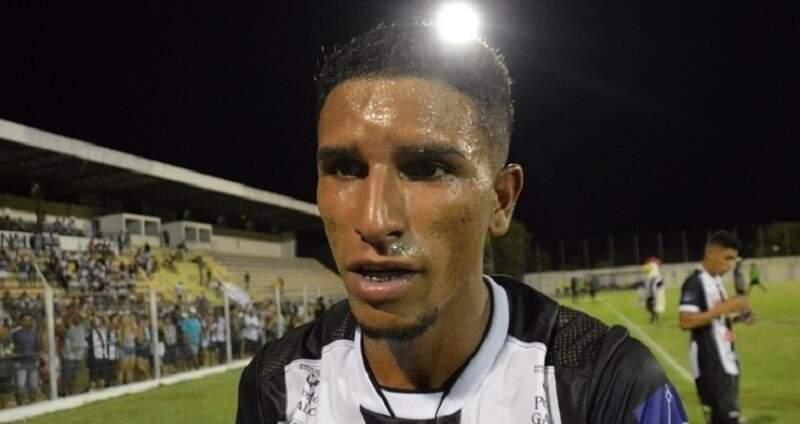 Lateral Vandinho teria sido escalado de forma irregular (Foto: Diário Corumbaense)