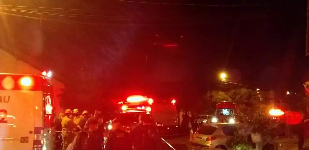 Cenário do acidente, ocorrido no sábado à noite. (Foto: Direto das Ruas)