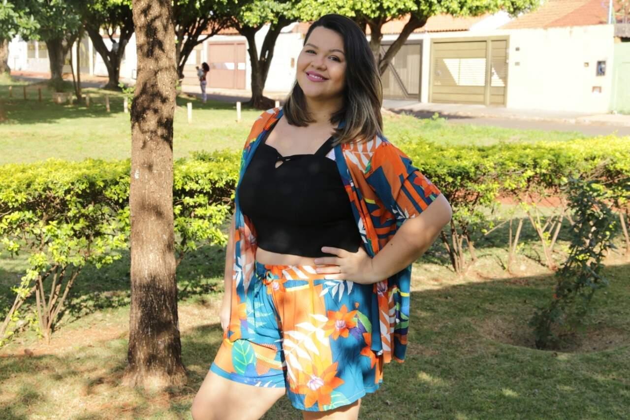 Camila usa manequim 50 e mostra que pode vestir tudo o que a magra veste com roupas dentro das suas medidas. (Foto: Kísie Ainoã)