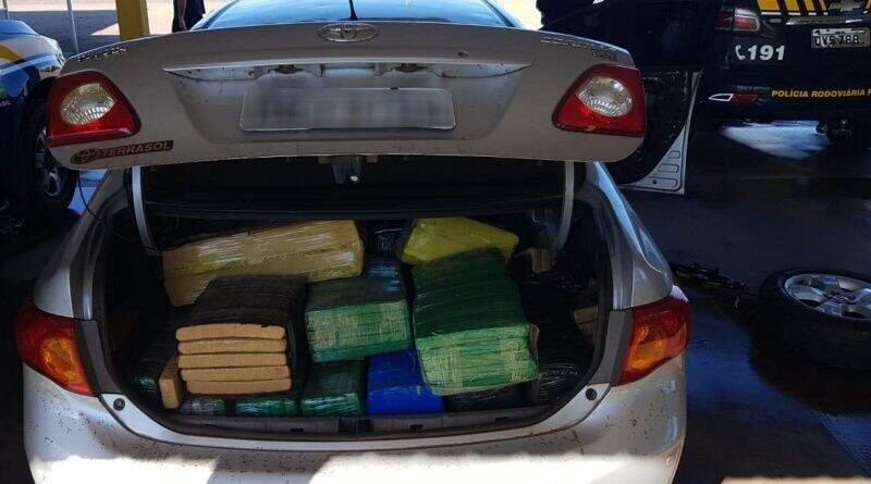 Toyota Corolla transportava meia tonelada de maconha (Foto: Divulgação)