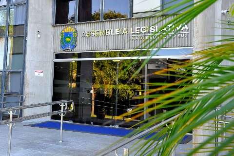 Com 5 casos de covid, Assembleia fecha plenário e reduz servidores no prédio