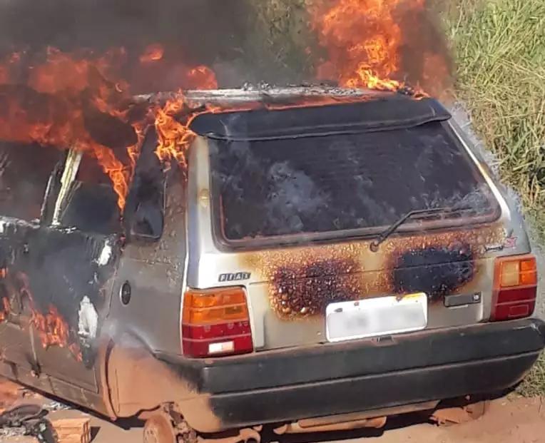 Gledson chegou a receber foto do veículo em chamas, quando foi localizado. (Foto: Divulgação)