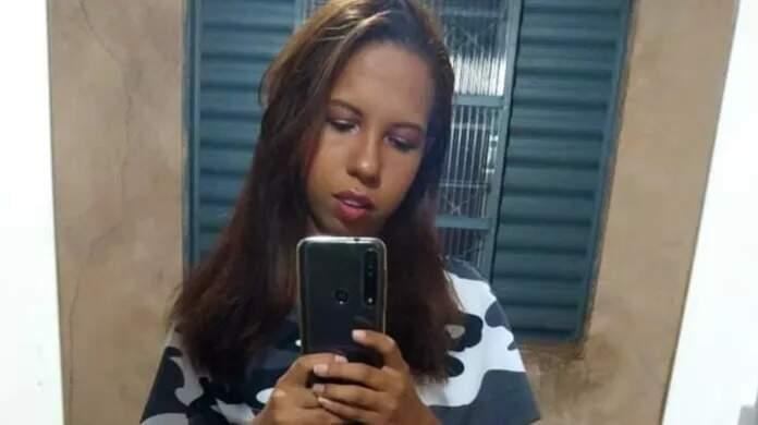 Carla Santana Magalhães, jovem morador ano Tiradentes que foi assassinada depois ser raptada na porta de casa, no dia 30. (Foto: Reprodução das redes sociais)