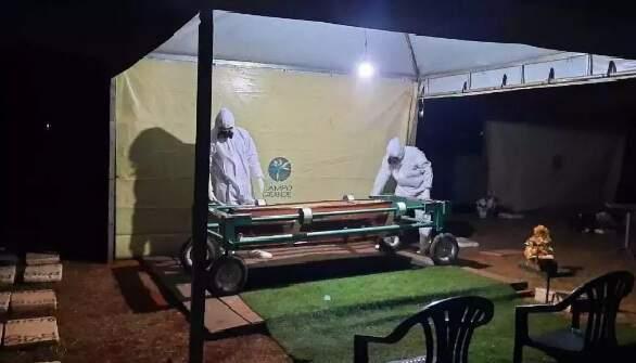 Corpo de Lídio Chamorro foi sepultado ontem à noite, em Campo Grande (Foto: Direto das Ruas)