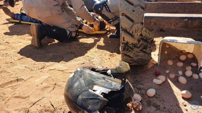 Motociclista foi salvo pelo capacete (Foto: Foto: PC de Souza)