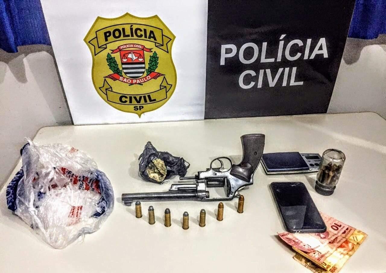 Nas ações foram apreendidos um revólver calibre .44 e munições (Foto: Divulgação)