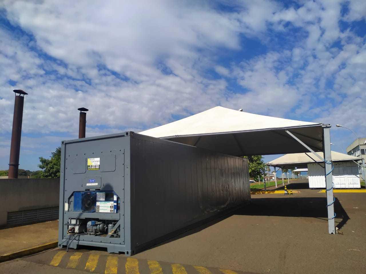 Contêiner refrigerador para vítimas da covid-19 no Hospital Regional (Foto: COE HR)