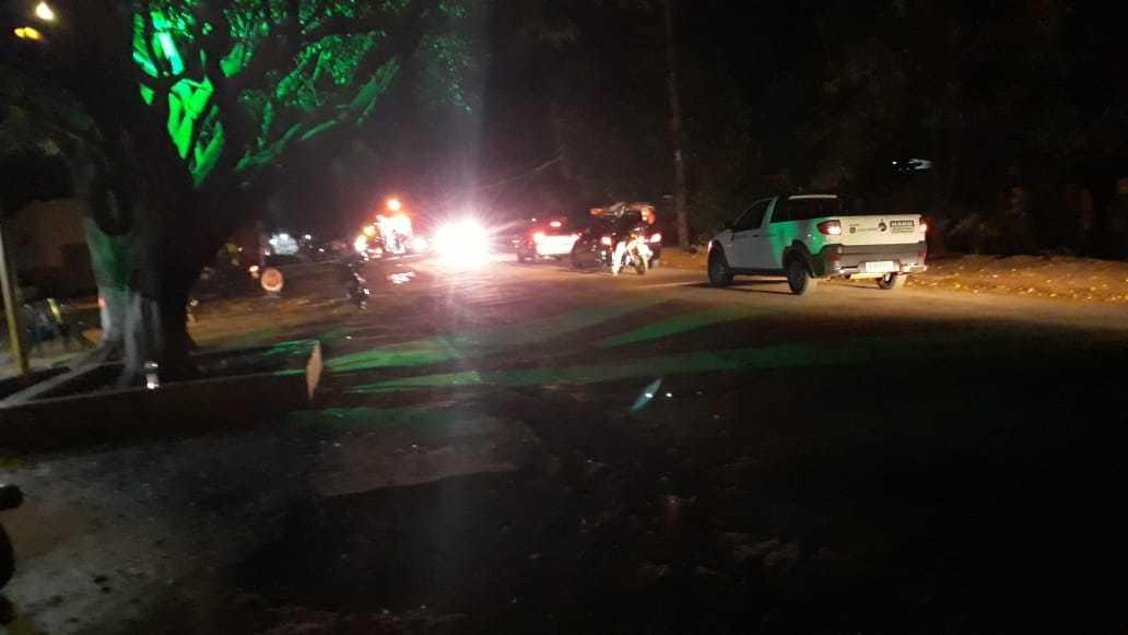 Fila de veículos em trecho de avenida onde ciclista foi morto atropelado. (Foto: Direto das Ruas)