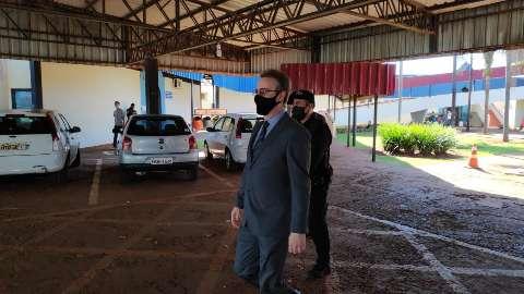 Promotor vai a gabinete de Délia Razuk e deixa prefeitura após cinco horas
