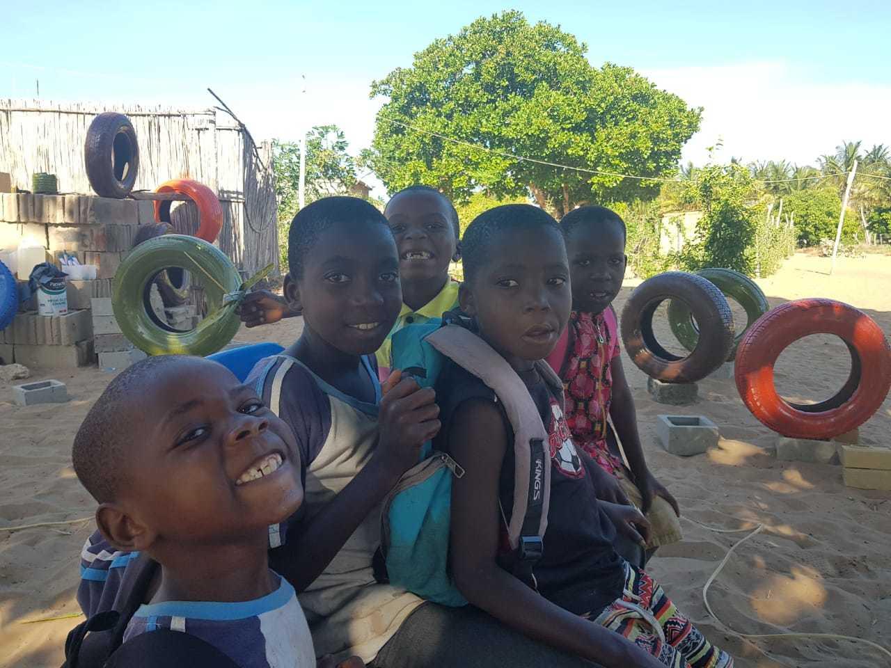 As crianças moçambicanas que são assistidas pelo Projeto Amigos de Moçambique. (Foto: Projeto Amigos de Moçambique)