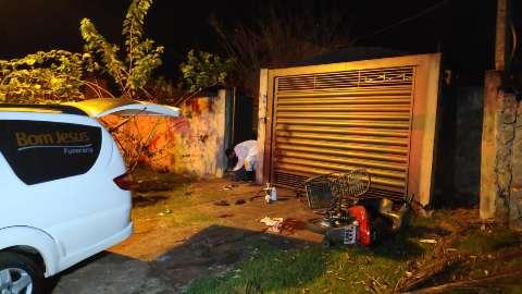 Morre menina baleada na cabeça por homem que se matou em altar