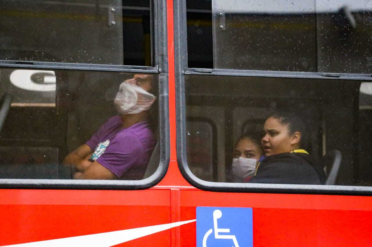 Passageiros em ônibus do transporte coletivo de Campo Grande (Foto: Marcos Maluf/Arquivo)