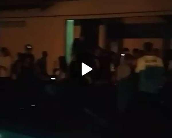 Covid-19 não impede moradores do Guanandi de fazerem festa à beira de piscina