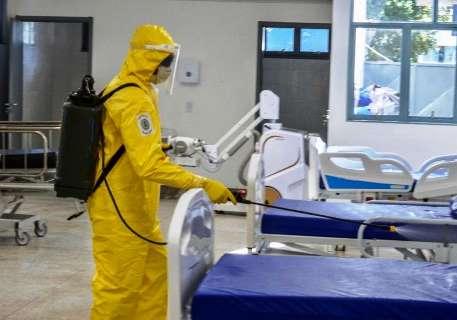 Médicos denunciam superlotação em hospital referência para covid-19