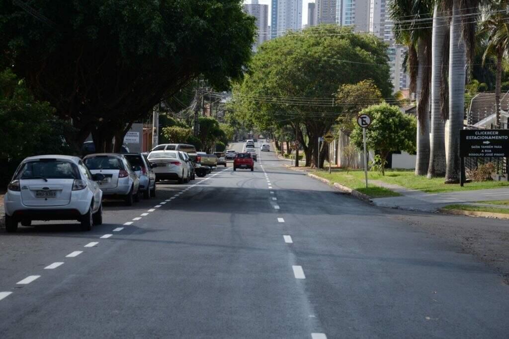 Rua Chaadi Scaff teve asfalto recapeado em Campo Grande (Foto: Barbosa - Governo MS)