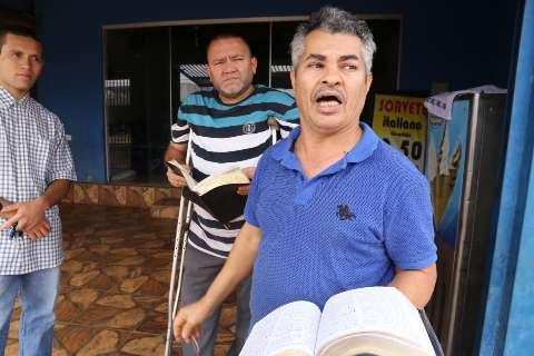 """Pastor não fecha igreja: """"Se continuar afrontando a casa de Deus, vão morrer"""""""