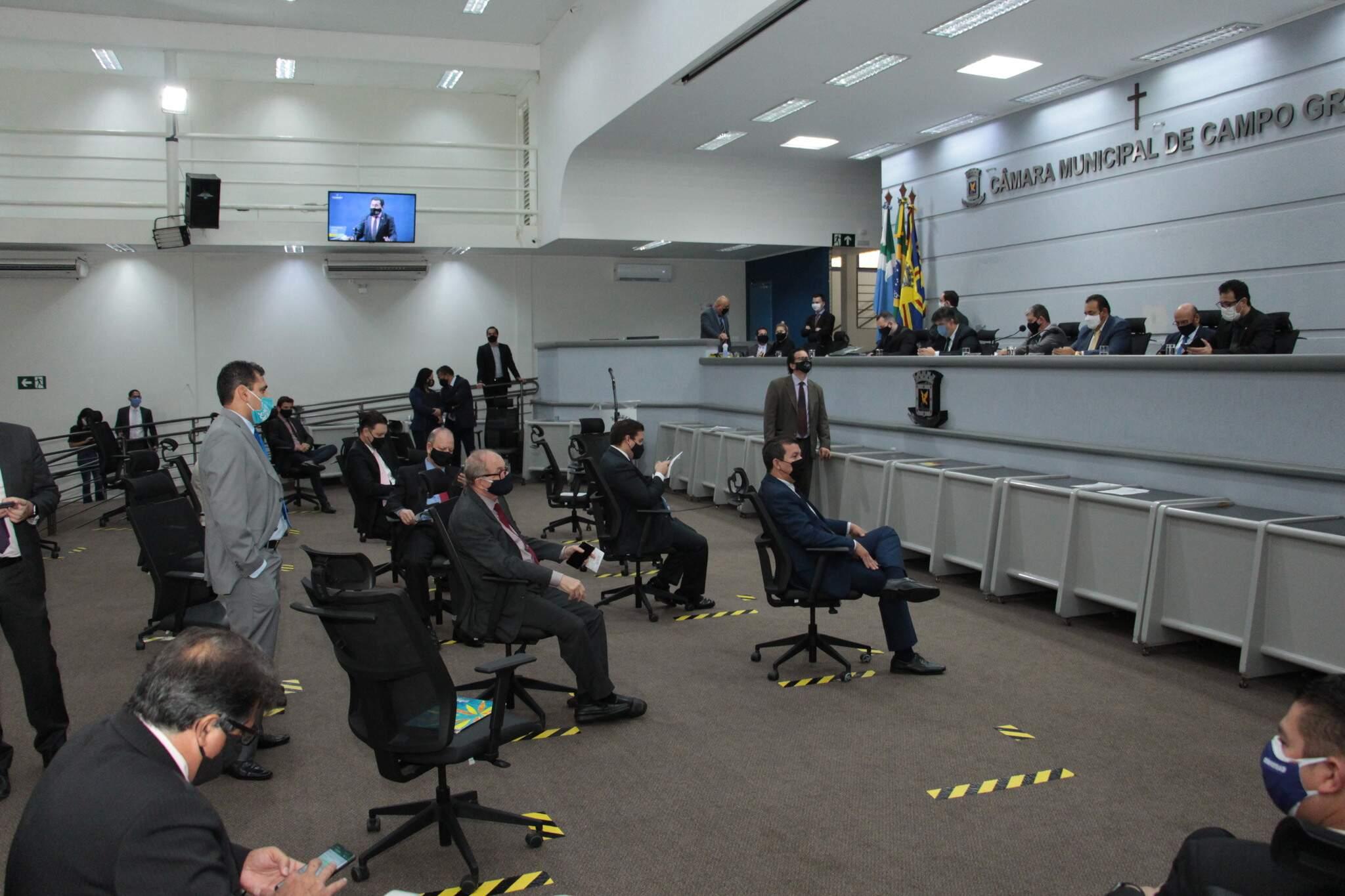 Vereadores durante sessão na Câmara Municipal, no primeiro semestre (Foto: Divulgação - CMCG)