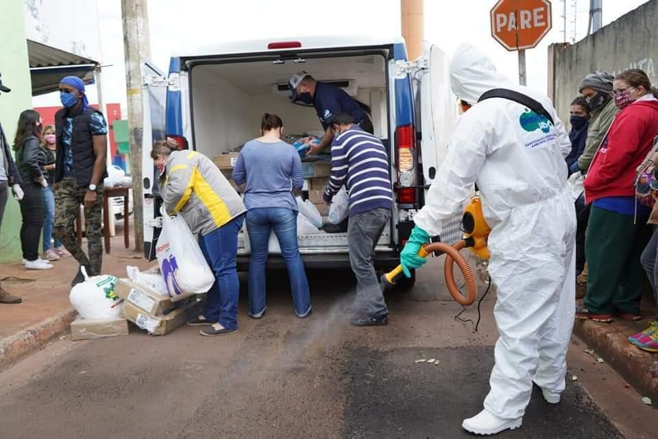 Desinfecção nos locais de entrega dos alimentos. (Foto: Esquadrão da Juventude))