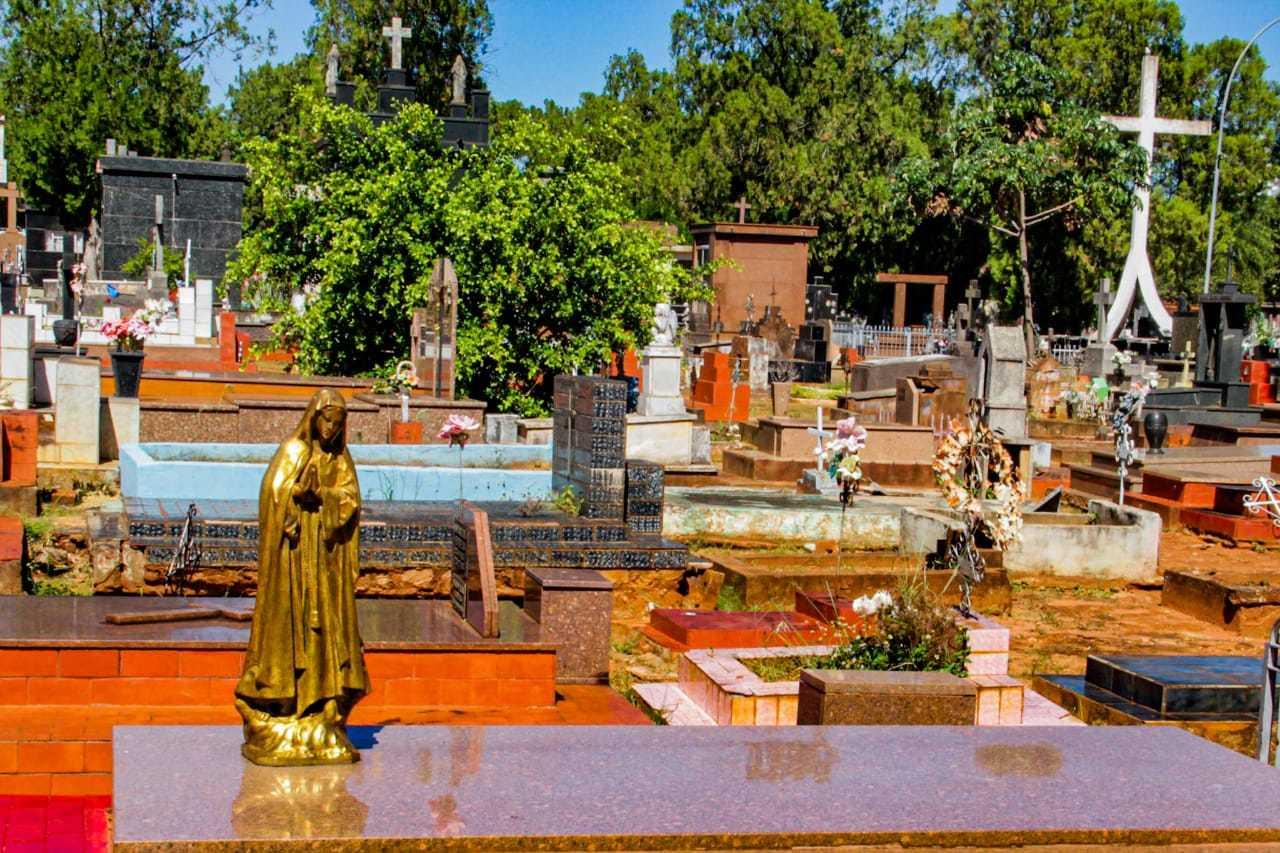 Cemitério Santo Antônio em Campo Grande, cidade que já somo 219 mortes. (Foto: Silas Lima)
