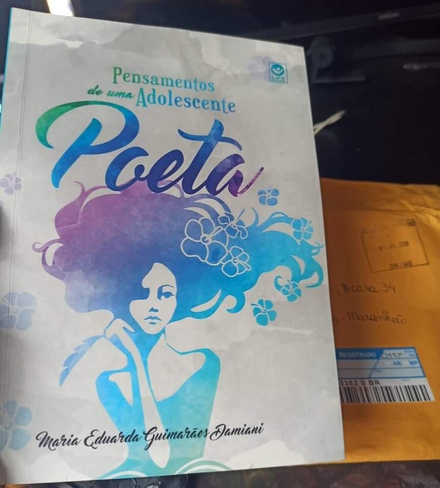 """A obra """"Pensamentos de uma Adolescentes Poeta"""" ficou pronta durante a pandemia."""