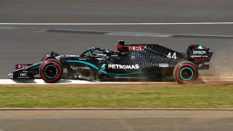 Lewis Hamilton durante prova no circuito de Silverstone (Foto: Pool/2020 Pool)