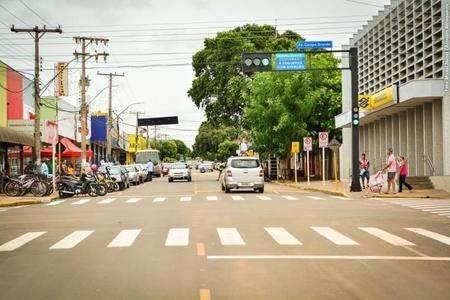 Com 4 óbitos em 2 semanas, município restringe comércio a partir de 2ª