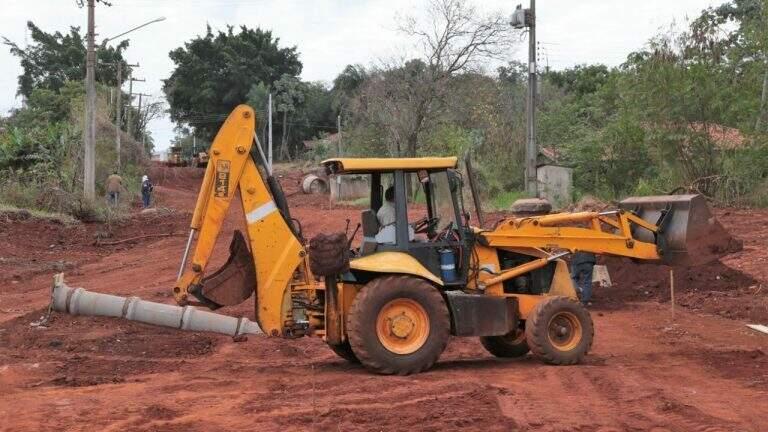 Obra de terraplanagem na Rua Marechal Câmara, no Jardim Seminário (Foto: Divulgação - PMCG)