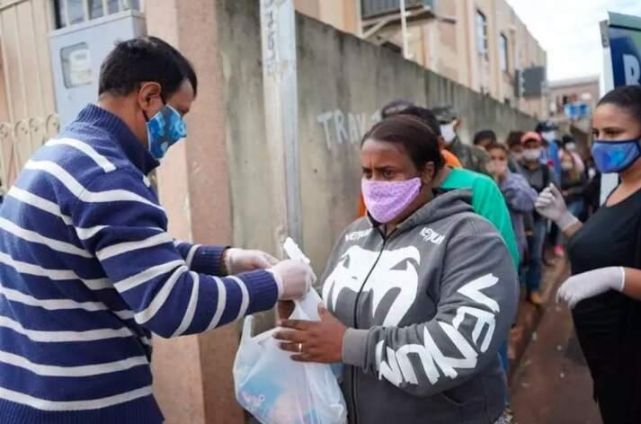 Ação de doação de alimento e material de higinena foram realizadas durante a pandemia (Foto: Esquedrão da Juventura)